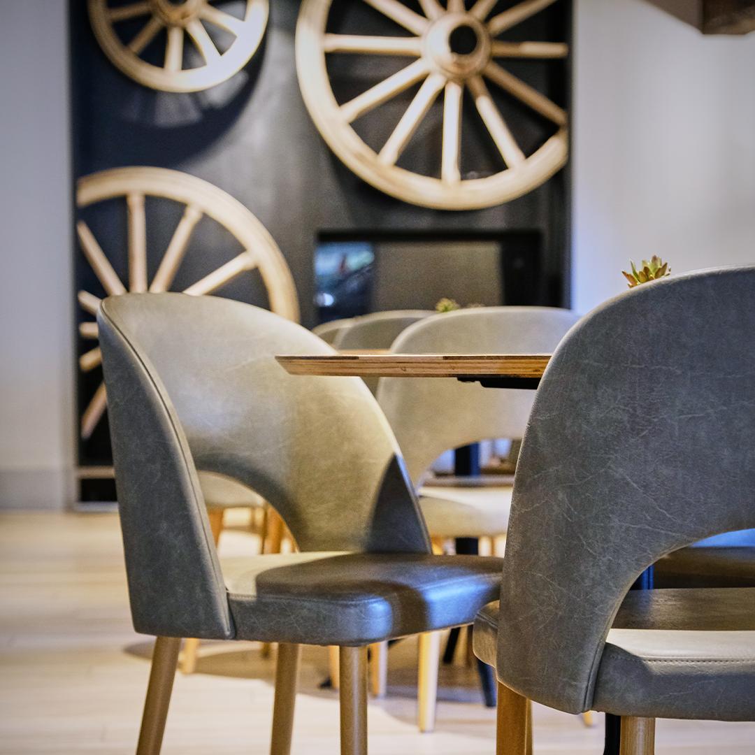 3 Design Stoelen.Contact Bistro Koetshuis